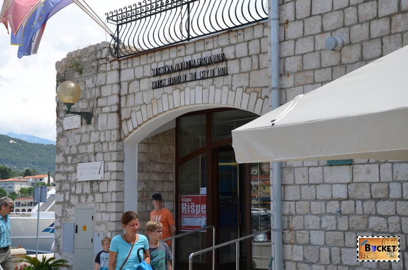 oficiul turistic din piața Tg. Municipium Arbae