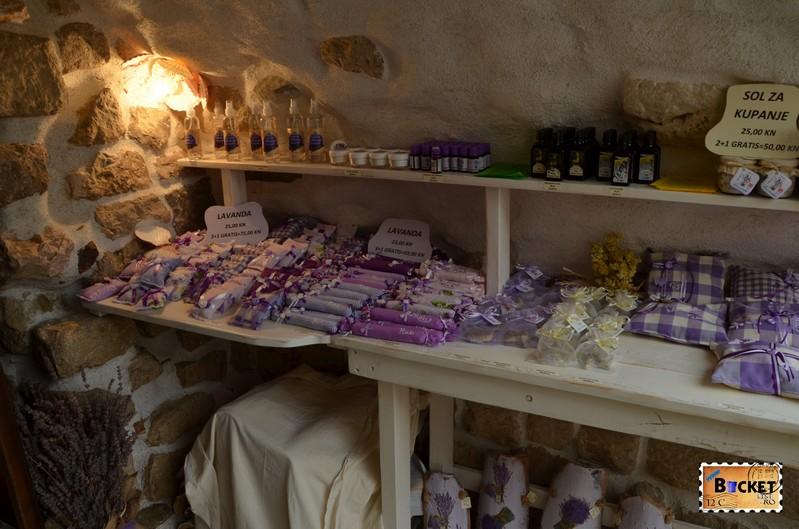 magazin cu suveniruri din insula Rab
