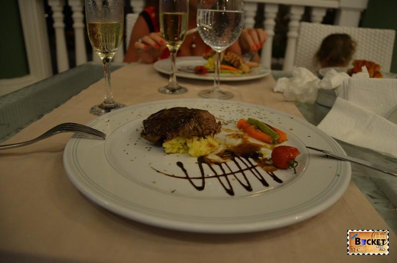 Mancare a la carte la restaurantul italian de la Kamelya Holiday Village din Side - Turcia